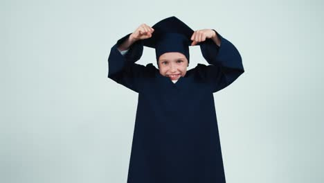 Portrait-Graduate-Girl-7-8-Years-In-The-Mantle-And-Hat-Has-Power
