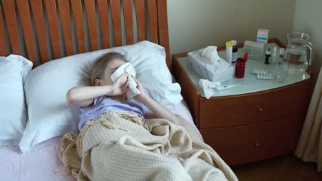 Retrato-Niña-Enferma-De-7-Años-Acostada-En-Una-Cama