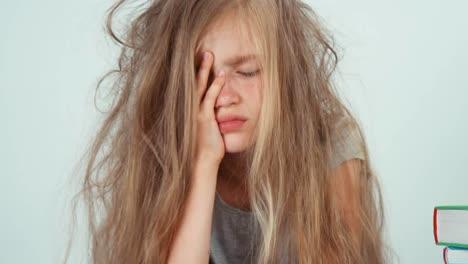Retrato-Niña-Triste-Cansada-No-Quiere-Estudiar