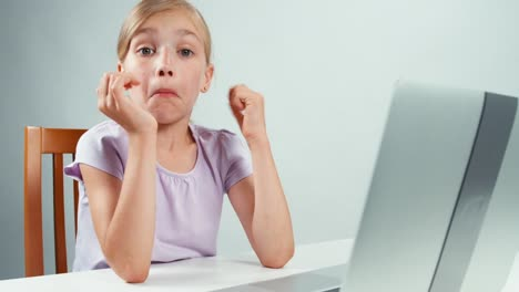 Shocked-girl-closes-her-laptop