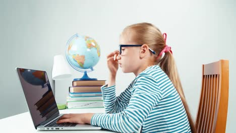 Shocking-Online-Child-Girl-7-8-Years-Old-With-Horror-Looking-At-Laptop
