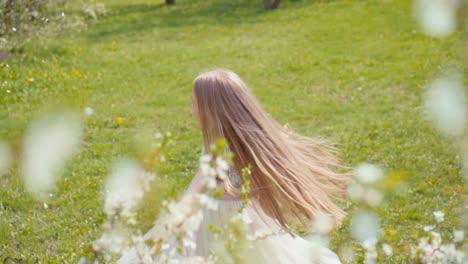 Super-Spring-Snow-Feliz-Chica-Rubia-7-8-Años-Girando-En-Un-Vestido-Blanco