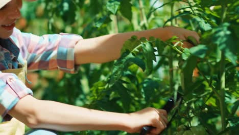 Cheerful-Child-With-Magnifying-Glass-In-The-Garden