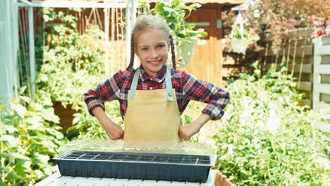 Niño-Girl-8-Age-Planting-Seeds-Of-Vegetables-To-Little-Greenhouse-For-Seedlings