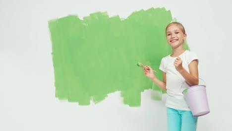 Niño-Niña-De-9-Años-Sostiene-En-Su-Mano-Pincel-Y-Balde-De-Pintura
