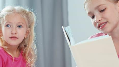 Cerrar-Retrato-Hermana-Mayor-Libro-De-Lectura-Para-Su-Hermana-Pequeña
