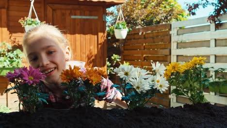 Niña-9-Años-Oliendo-Flores