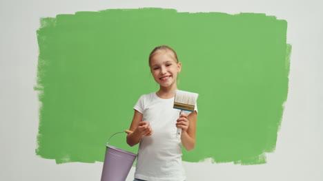 Girl-Niño-Near-Green-Screen-Wall