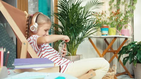 Girl-In-Headphones-Want-To-Listening-Music