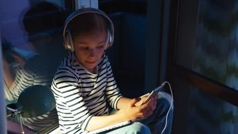 Happy-Smiling-Student-Girl-9-Years-Old-In-Headphones-Dancing