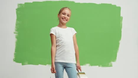 Painter-Turns-Around-On-The-Background-Of-Green-Screen