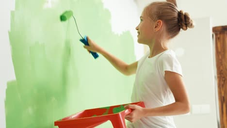 Portrait-Girl-Painting-Wall-To-Green-Color-And-Smiling-At-Camera