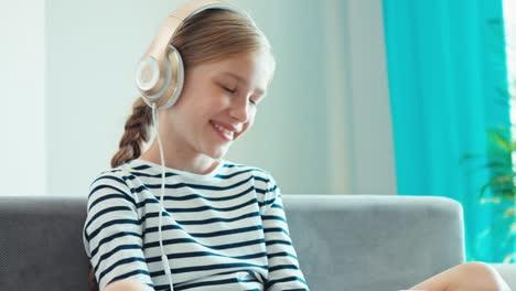 Portrait-Smiling-Girl-In-Headphones-Indoors