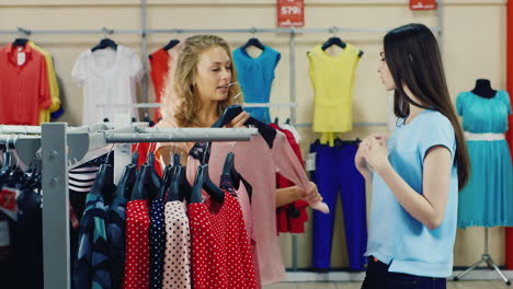 Girlfriends-Choose-Clothes-In-A-Store