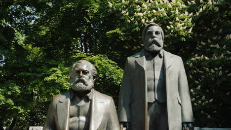 Karl-Marx-And-Friedrich-Engels-Monument-Berlin