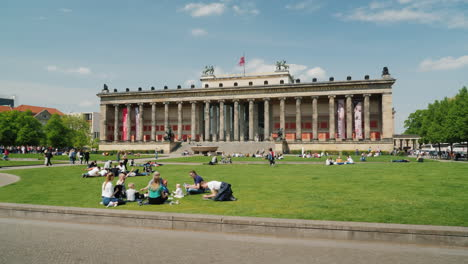 Lawn-in-front-of-Berlin-Altes-Museum