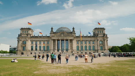 The-Bundestag-In-Berlin-With-Tourists-And-Locals