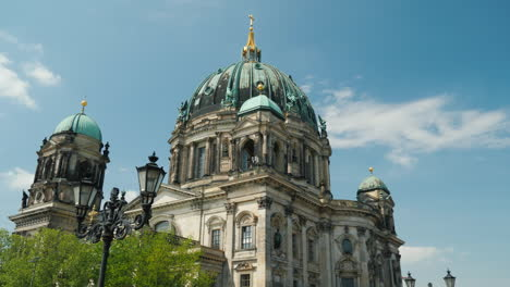 Berlin-Cathedral-On-A-Clear-Spring-Day-01