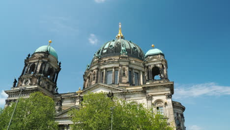 Berlin-Cathedral-On-A-Clear-Spring-Day-02