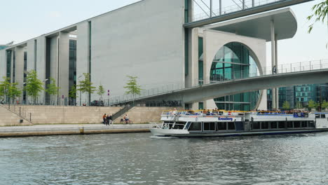A-Pleasure-Boat-With-Tourists-Against-The-Architecture-Of-Berlin-02