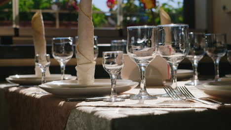 Table-On-Restaurant-Summer-Terrace-03
