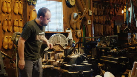 Dutch-Craftsman-Makes-Clogs