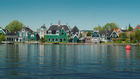 Dutch-Houses-by-Canal