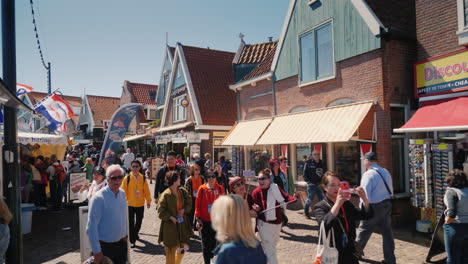 Tourists-in-Dutch-Village