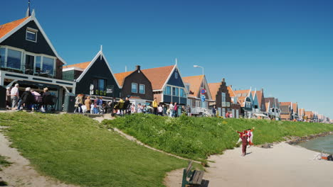 Old-Houses-in-Dutch-Fishing-Village-with-Tourists