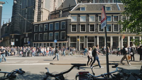 Crowded-Amsterdam-Street-with-Tourists-and-Bicycles
