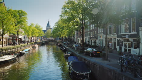 Picturesque-Amsterdam-Canal