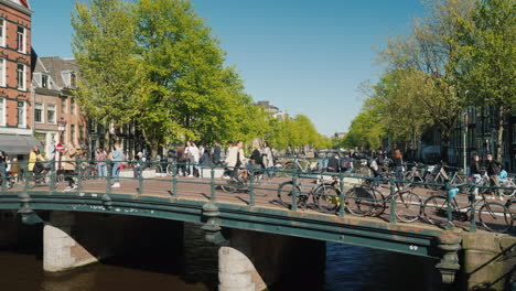 Cyclists-And-Pedestrians-on-Amsterdam-Bridge