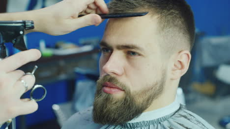 Close-Up-Of-Barber-Working-On-Client-s-Hair-And-Beard-02