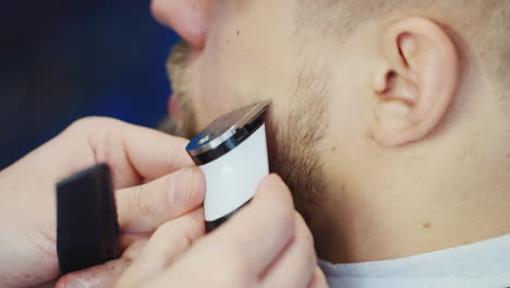 Close-Up-Of-Barber-Working-On-Client-s-Hair-And-Beard-06