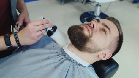 Barber-Shaping-A-Client-s-Beard