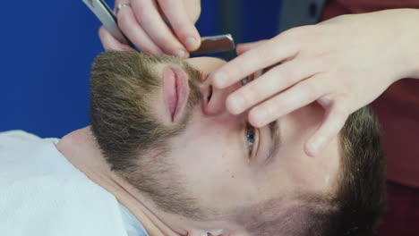 Barber-Using-Razor-Blade-To-Cut-Beard-02