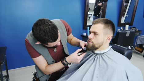 Barber-Shaping-And-Trimming-Client-s-Beard-Using-Clippers
