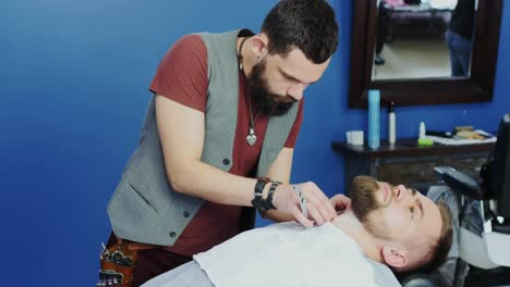 Barbershop-Barber-Shaves-Client-s-Beard-With-Razor