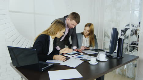 Young-professionals-analysing-business-documents-02