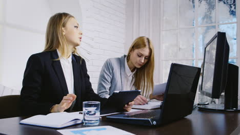 Women-Using-Technology-in-an-Office