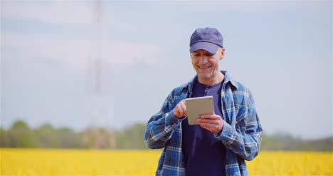 Love-Of-Agriculture-Modern-Farmer-Using-Digital-Tablet-At-Farm-1