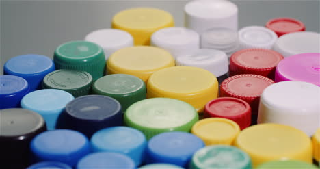 Few-Plastic-Bottle-Caps-Plastic-Processing-Recycling-Industry-3