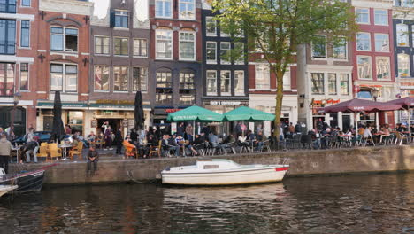 Canalside-Cafes-in-Amsterdam