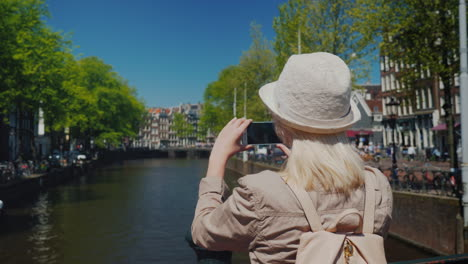 Tourist-Photographs-Amsterdam-Canal