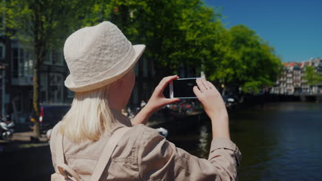 Woman-Takes-Photo-Canal-In-Amsterdam