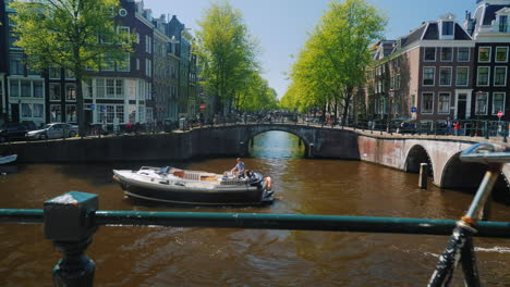 Traffic-On-The-Canal-In-Amsterdam