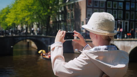 Woman-Takes-Pictures-Of-Amsterdam
