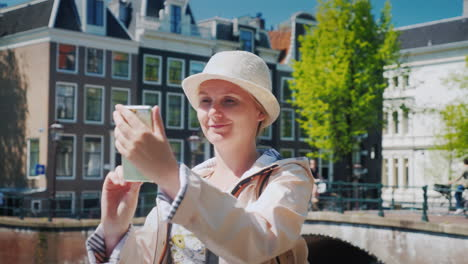 Tourist-Takes-Selfies-in-Amsterdam