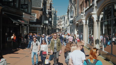Street-With-Cafes-And-Boutiques-in-Amsterdam