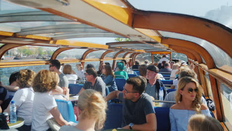 Tourists-on-Amsterdam-Tour-Boat
